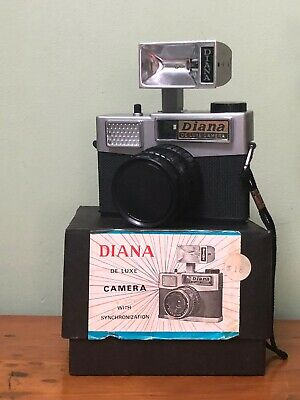 Vintage DIANA de Luxe CAMERA With Synchronisation No 155 In Box