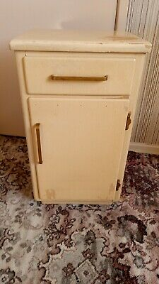 Retro / Vintage 1960s Bedroom Furniture Four Piece Set (Great Resto items)