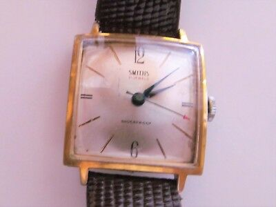 """Smiths Square """" Great & Clean Condition 28Mm X 34Mm"""