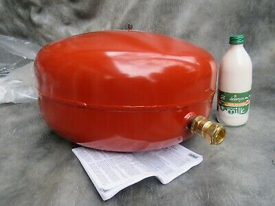 A Unused Reflex 35L Expansion Vessel With Connector  And User Guide 1.0 -3.0 Bar