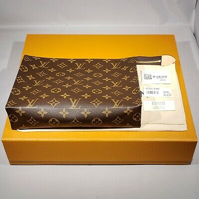 New Louis Vuitton Toiletry Pouch 26 Monogram 2020 Canvas Clutch Purse Bag M47542