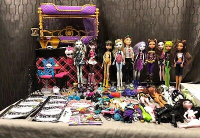 monster high doll lot Over 100 Pieces, Pets And Access. With Case And Furniture
