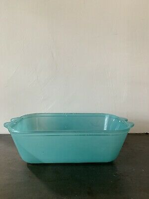 Agee Pyrex Turquoise CC 400 casserole