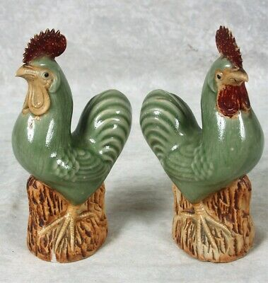 Vintage Pair of 2 Chinese Majolica Porcelain Pottery Green Rooster Figurines