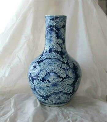 Antique Chinese Blue & white Porcelain Vase Qing 19th century