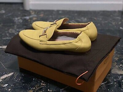 Tods Loafer Size 35 ( Very New Condition)