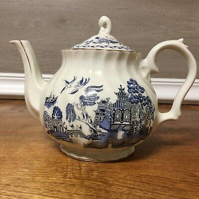 Blue Willow Teapot Robinson Design Group 1989 Made In Japan With Gold Trim