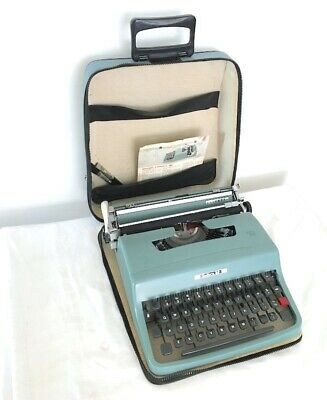 Vintage Olivetti Lettera 32 manual Typewriter with carry case zipper