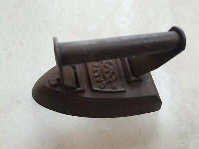 Cast Iron Antique Vintage Flat Iron No 5  Salter England approx 2 kg weight