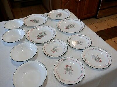 12 Pieces  Corelle  Callaway Christmas Ivy Red Ribbons Cardinals