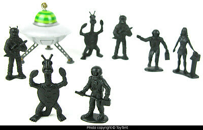 miniature UFO flying saucer + 7 space figures: spacemen, woman astronaut, aliens