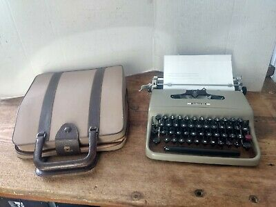 GREAT 1950's Olivetti Lettera 22 Portable Typewriter & Case~Made in Ivera ITALY