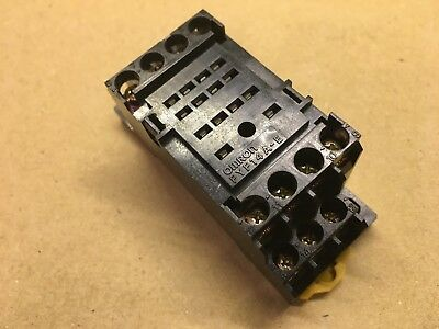 Omron Pyf-14A-E 4-Pole Relay Base - Used Removed Item