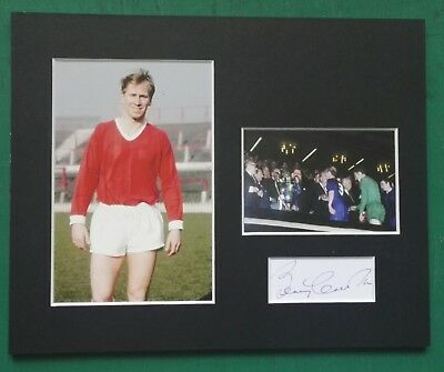 """BOBBY CHARLTON  MANCHESTER UNITED 1968 ECF. SIGNED MOUNTED DISPLAY 10""""x 8"""""""