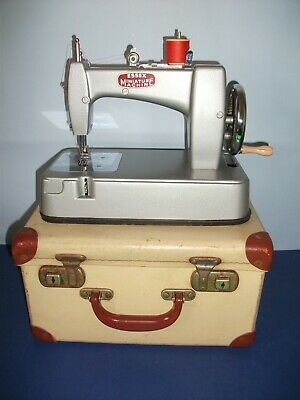 VINTAGE ESSEX MINIATURE SEWING MACHINE 1950s    IN FULL WORKING ORDER