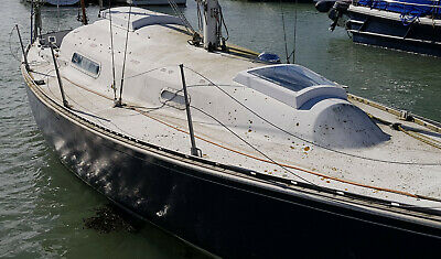 Yacht sailing boat Trapper 500