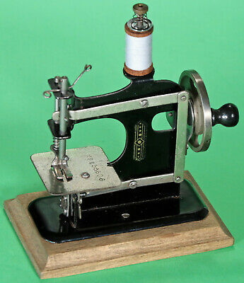 Alte Kindernähmaschine Müller 0. Antique toy sewing machine coudre jouet 1937