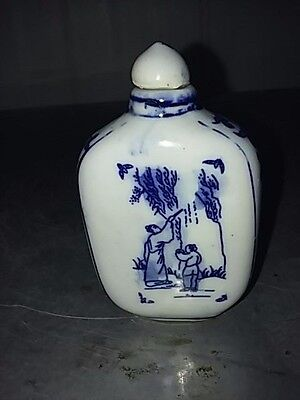 China Whiter and Blue Porcelain Flat snuff bottle   鼻