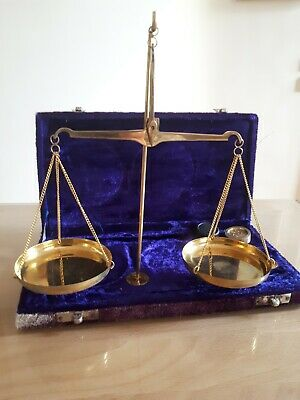 ANTIQUE VINTAGE APOTHECARY SCALE AND FOR GOLD  velvet case COMPLETE WITH WEIGHTS