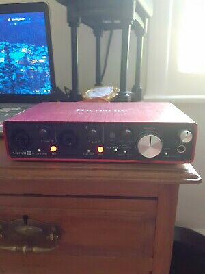 Focusrite Scarlett 2i4 2nd Gen Audio/Midi Interface - Red