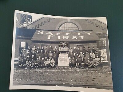 """8x10"""" 1928 Illinois Terminal Railway Company Engineers Safety First Photograph"""