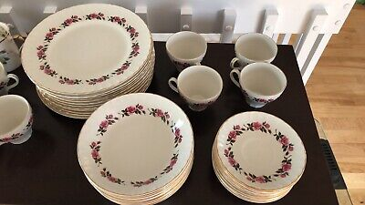 """Romance"" RIDGWAY white mist / 22kt. gold decoration. Complete dinnerware"