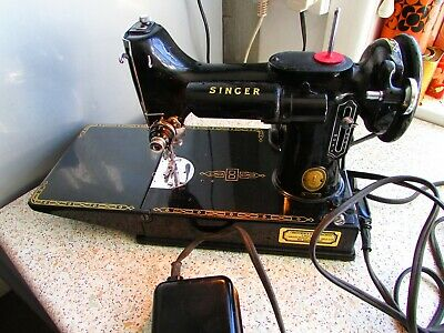 Vintage Singer 221K Featherweight Sewing Machine 1953