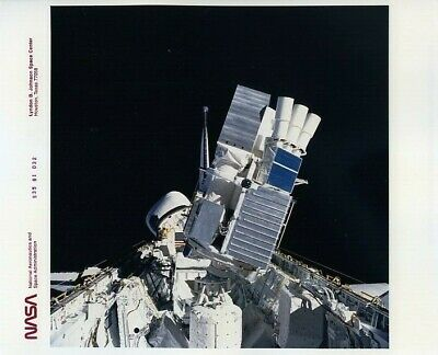 STS-35 / Orig NASA 8x10 Press Photo - ASTRO 1 Payload Aboard Columbia