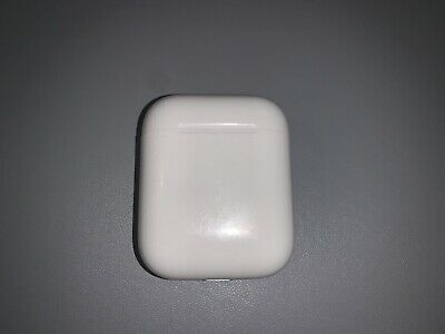 Apple Airpods 1st Generation With Charging Case Mint Condition