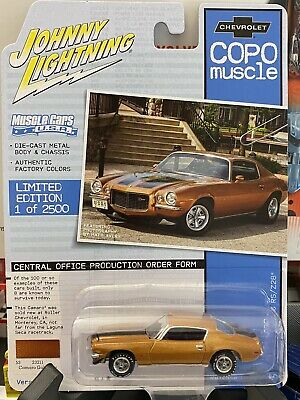 Johnny Lightning 1:64 LOOSE Gold Poly 1970 1//2 CHEVROLET COPO CAMARO RS//SS