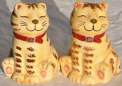 CKAO Smiling Striped Tabby Cats Whimsy Porcelain Figurines Salt & Pepper Shakers