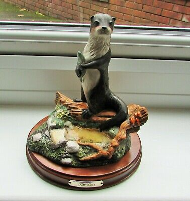 ROYAL DOULTON,  OTTER, code DA7, Very Rare, Stunning, 1989, excellent Condition.