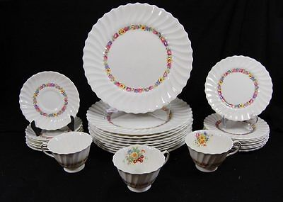 Lot 28pc Evesham Royal Doulton Dinner Plates Cup Saucer