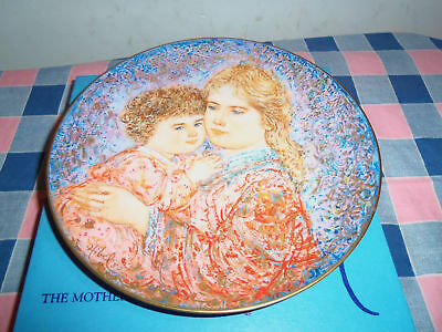 Knowles Plate 1985 Edna Hibel Mother's Day Box COA