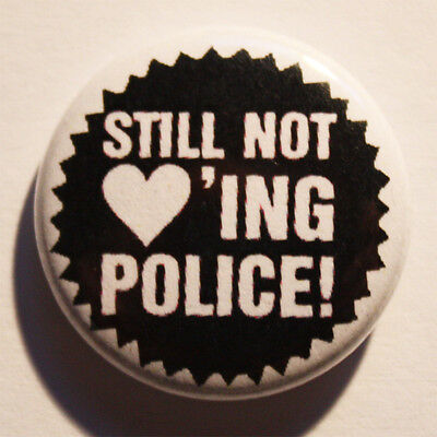 Still not loving police Button / Badge Punk Antifa St. Pauli SANKT PAULI Pin