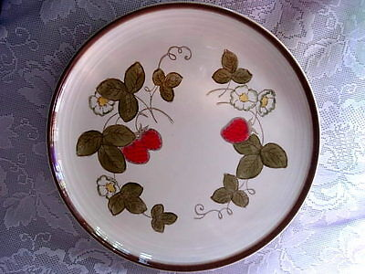 Collectible METLOX POPPY TRAIL Red Strawberry/Daisies Plate - California Pottery
