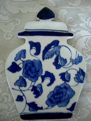 Unusual Vintage Collectible Cobalt Blue & White Ginger Jar Spoon Rest