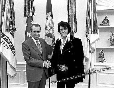 Photograph of Elvis & President Richard Nixon in Oval Office  Year 1970    8x10