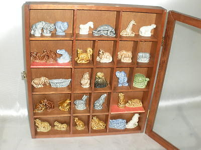 HUGE COLLECTION 33 WADE RED ROSE TEA FIGURINES W/ DISPLAY CASE! Make an Offer!