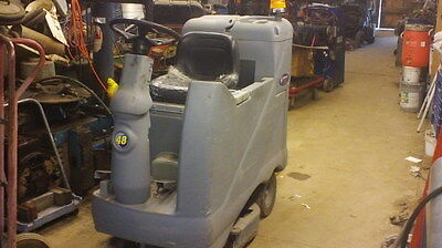 Floor Cleaning Machine - Advenger 3210D