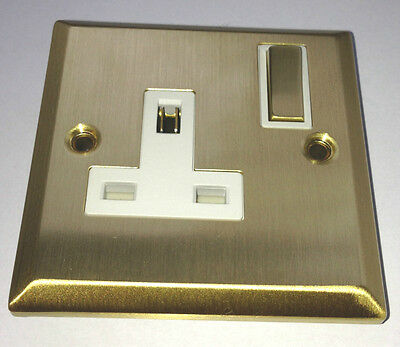 NEW SATIN BRASS SINGLE WALL PLUG SOCKET METAL 240v SWITCHED 3 PIN ELECTRIC POWER
