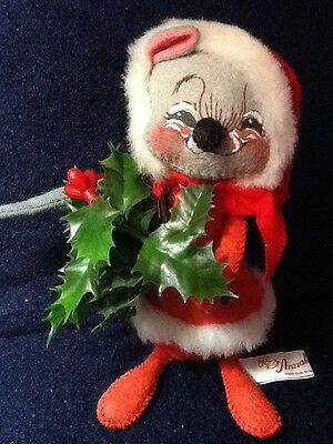 Annalee Holiday Mouse Holding Holly Dated 1986 /Very Good Condition!!!!
