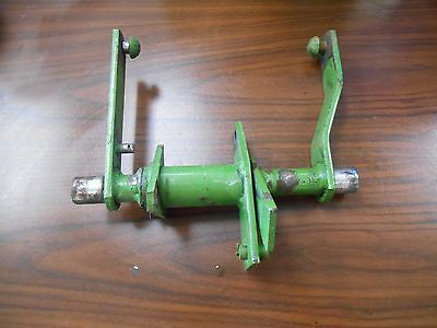 John Deere 112 Lawn Tractor Lift Shaft With Arm- Part Number: Am31544