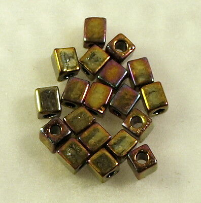 5g de cubes Mijuki 3 mm metallic gold iris