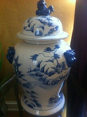 Vintage Lided Chinese Oriental Blue And White Ginger Jar With Foo Dog