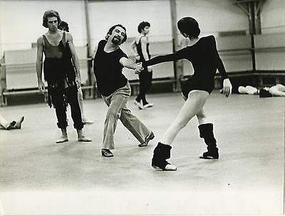 PHOTO ORIGINALE : MAURICE BEJART répétition OPERA PARIS BALLET 1974
