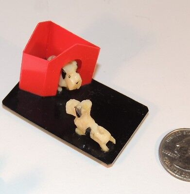 Scotty Dogs on Base with Dog House (7048)