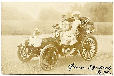 Ancienne Automobile Avec Chauffeur  . Old Car With Driver.
