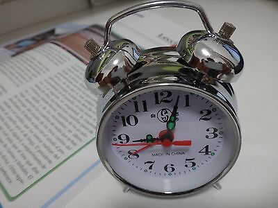 Mechanical alarm clock with manually wind up-cute version