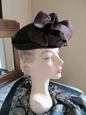 Vintage 1930s small brown felt day church hat with large brown taffeta bow front